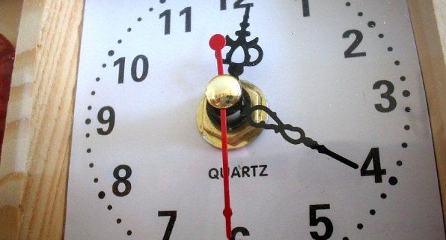 Escuelas de Reino Unido sustituyen relojes analógicos por digitales porque alumnos no saben interpretarlos
